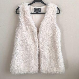 Faux fur coat vest